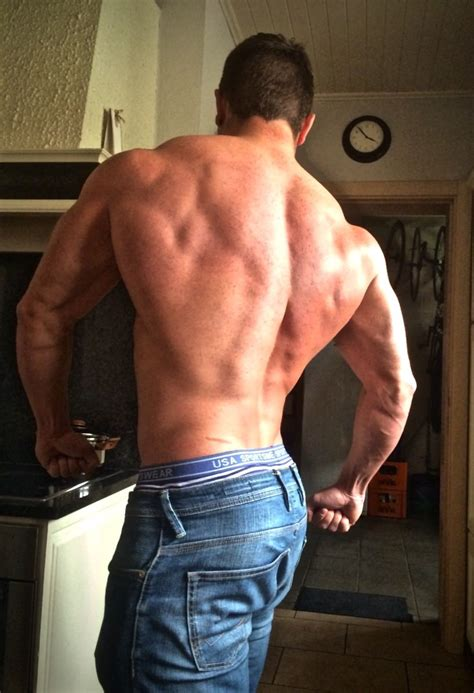 Musculi - EN: The Best Exercise To Grow Wide Upper Lats?
