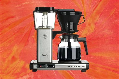 Braun brewsense drip glass coffeemaker engineered in germany, it's a coffee maker that has a smart design and can be programmed to make the best cup of coffee in the best moment. The Best Drip Coffee Makers for Every Type of Caffeine Fiend | Best drip coffee maker, Coffee ...