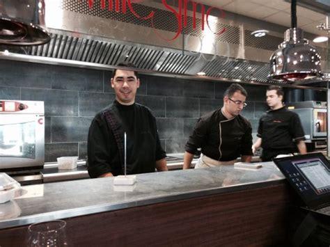 la brigade de cuisine la brigade de la cuisine en premier plan le chef