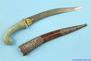 Oriental-Arms: Very Fine Wootz Mogul Dagger with Jade Handle