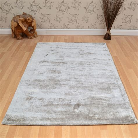 What Size Rug For Room by Dolce Rugs In Silver Free Uk Delivery The Rug Seller