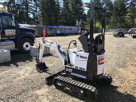 bobcat  micro compact excavator  lbs class