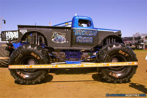 monster jam trucks midnight rider monster trucks wiki fandom powered by wikia