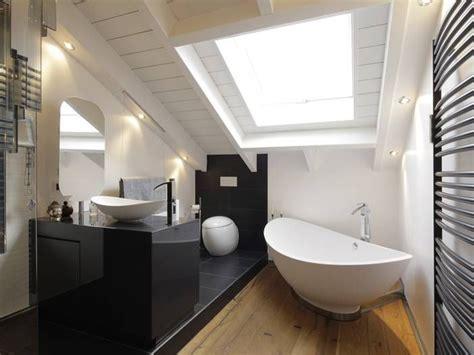 Kniestock Erhoehen Mehr Platz Unterm Dach by Die Besten 25 Bad Mit Dachschr 228 Ge Ideen Auf