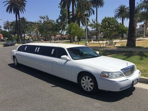 Lincoln Limo by Lincoln Towncar Limousine Cheap Limo Hire Book