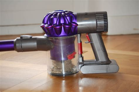 dyson akkusauger v6 dyson v6 animal pro for cat owners meow lifestyle