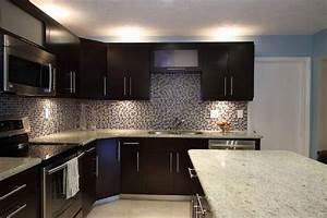 Dark kitchen cabinet backsplash idea the interior design for Kitchen backsplash ideas with dark cabinets