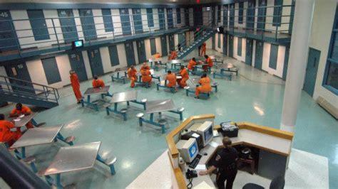interieur d une prison yolo une bo 238 te de nuit ouvre dans une prison