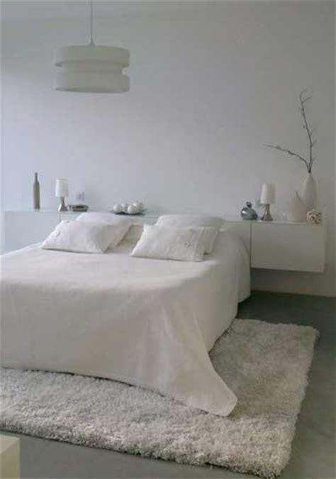 tapis de chambre un tapis blanc douillet pour décorer la chambre