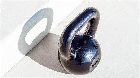 kettlebell swing je fix maximaal buikspieren train uitvoert hem als