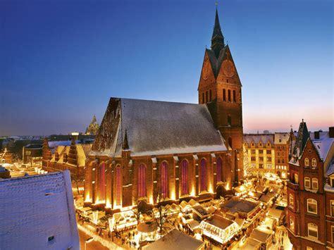 weihnachtsmarkt altstadt mit marktkirche weihnachten