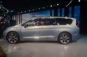 2017 Chrysler Pacifica Hybrid Hits 75 MPH in EV Mode, Has