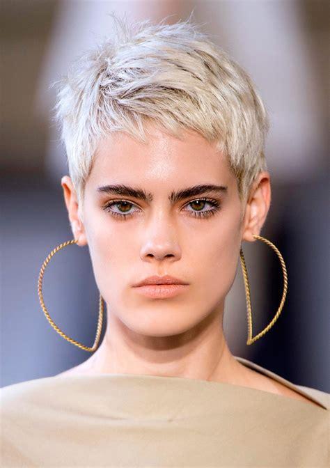 Fryzury męskie krótkie są najbardziej popularną formą uczesania. Krótkie fryzury dla kobiet - Krótkie fryzury to hit 2019 roku. Jakie strzyżenie warto wybrać ...