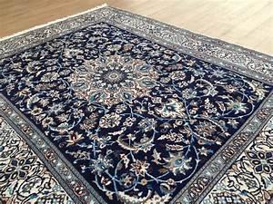 2 tapis persan nain bleu fonce for Tapis persan avec canapé versailles