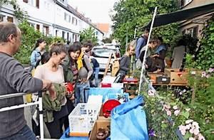 Hofflohmarkt Im Osten Geschirr Und Spielzeug Wechseln Die