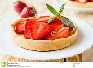 Torte Mit Erdbeeren : obsttorte mit creme und erdbeeren torte stockfoto bild ~ Lizthompson.info Haus und Dekorationen