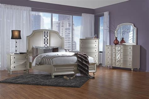 Colleen 5-piece Queen Bedroom Set With 32