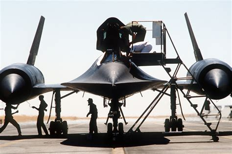 DF-ST-83-03381   Aircraft maintainers assist an SR-71 ...