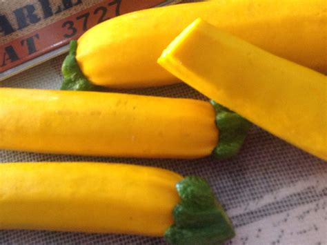 cuisiner courgette jaune tarte a la courgette jaune blogs de cuisine