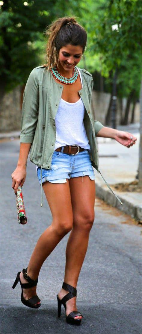 ways  wear denim cutoff shorts  fashiongumcom