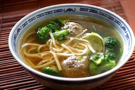 recettes cuisine asiatique recette de soupe aux nouilles asiatiques et boulettes de bœuf