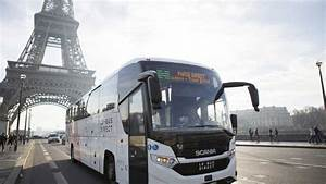 Getting to the Eiffel Tower bus stop, direction CDG ...