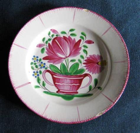 faience cuisine ancienne ancienne assiette en faïence de st clément décor pot avec