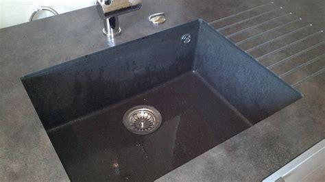 comptoir de cuisine quartz ou granit nos plans de travail pour cuisines intégrées et équipées