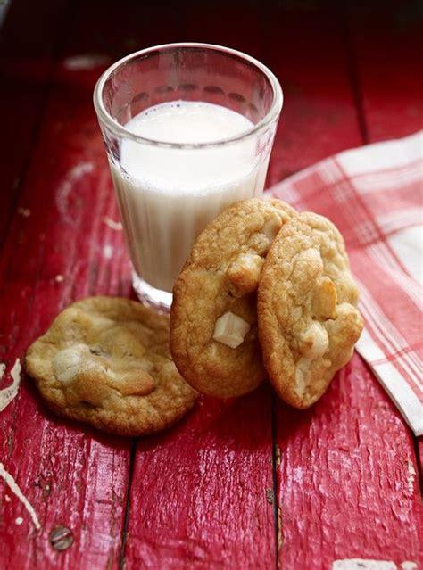 biscuits au chocolat blanc et aux noix de macadam recettes ricardo p 233 ch 233 mignon simple
