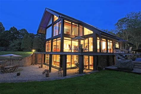 Five-bedroom Contemporary Eco House In