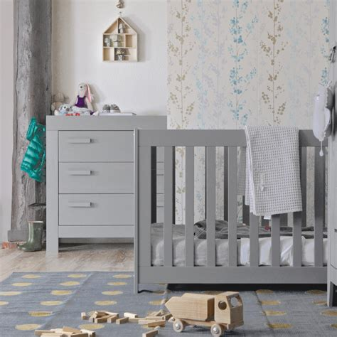 chambre bébé gris et chambre bébé essentielle bois massif gris béton aarobetk02