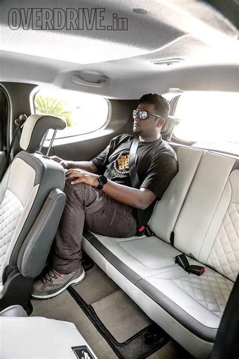 renault lodgy seating comparison renault lodgy vs toyota innova comparison by