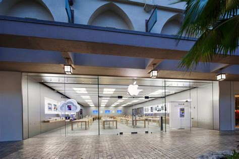 apple expands list  stores open  thanksgiving day