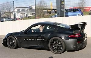 Porsche 911 Gt2 Rs 2017 : 2018 porsche 911 gt2 rs showing more signs of life carscoops ~ Medecine-chirurgie-esthetiques.com Avis de Voitures