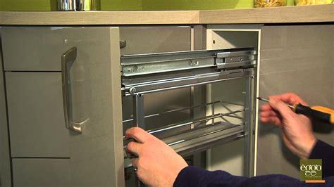 ikea cuisine range bouteille eggo régler la profondeur de la porte de meuble à