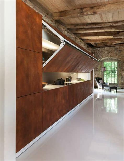placard cuisine moderne les portes de placard pliantes pour un rangement joli et