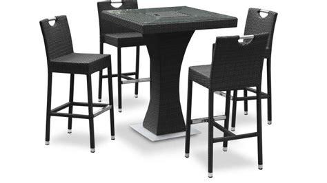 chaise bistrot rotin table haute izama avec 4 tabourets de jardin en résine