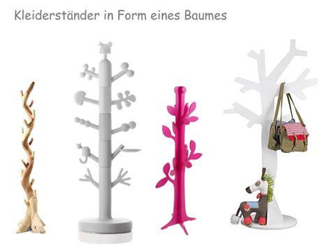 kleiderstaender baum als baumstamm tree