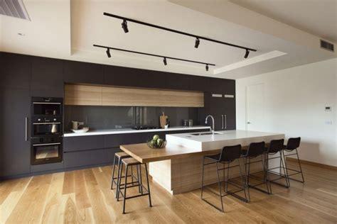 cuisine chene clair contemporaine cuisine contemporaine avec parquet clair