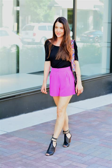 Casual Summer Weekend Outfit | Topshop Shorts Warm Weather Summer Lip Gloss