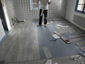 Dalle Pvc Adhesive Sur Carrelage : pose d 39 un rev tement de sol pvc imitation parquet pas ~ Premium-room.com Idées de Décoration