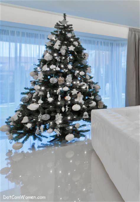 decorating  christmas  dot  women
