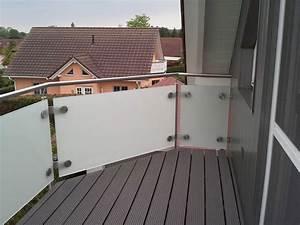 glasgelander aus satiniertem glas mit pfosten handlauf With garten planen mit lochblech edelstahl balkon