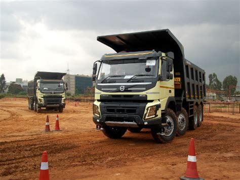 volvo launches  range  trucks  india drivespark news