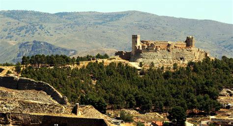 Vista del castillo de Ayud - Calatayud | Monument valley ...