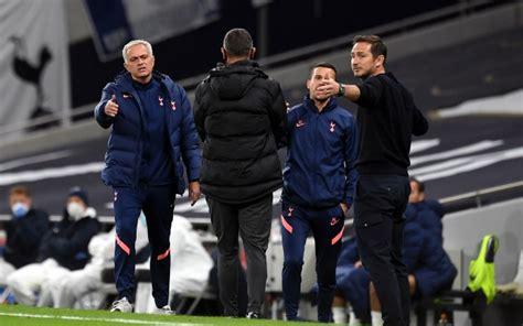 Tottenham's Mourinho gives advice to Chelsea's Lampard