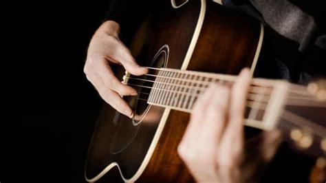 Pada artikel ini, kita akan membahas tentang 10 alat musik melodis beserta penjelasannya. 11 Contoh Alat Musik Melodis Beserta Gambar dan Penjelasannya