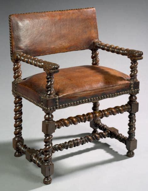 chaise louis xiii chaise à bras à têtes de lions bois de noyer h 89 cm l
