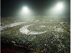Pakistan reclaims record for largest human flag The