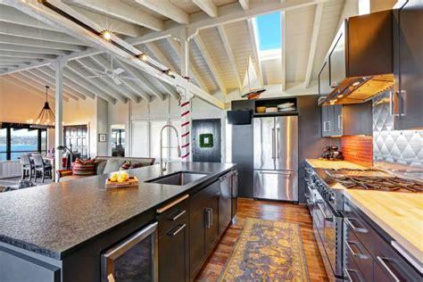 grand ilot de cuisine la cuisine avec ilot cuisine bien structurée et